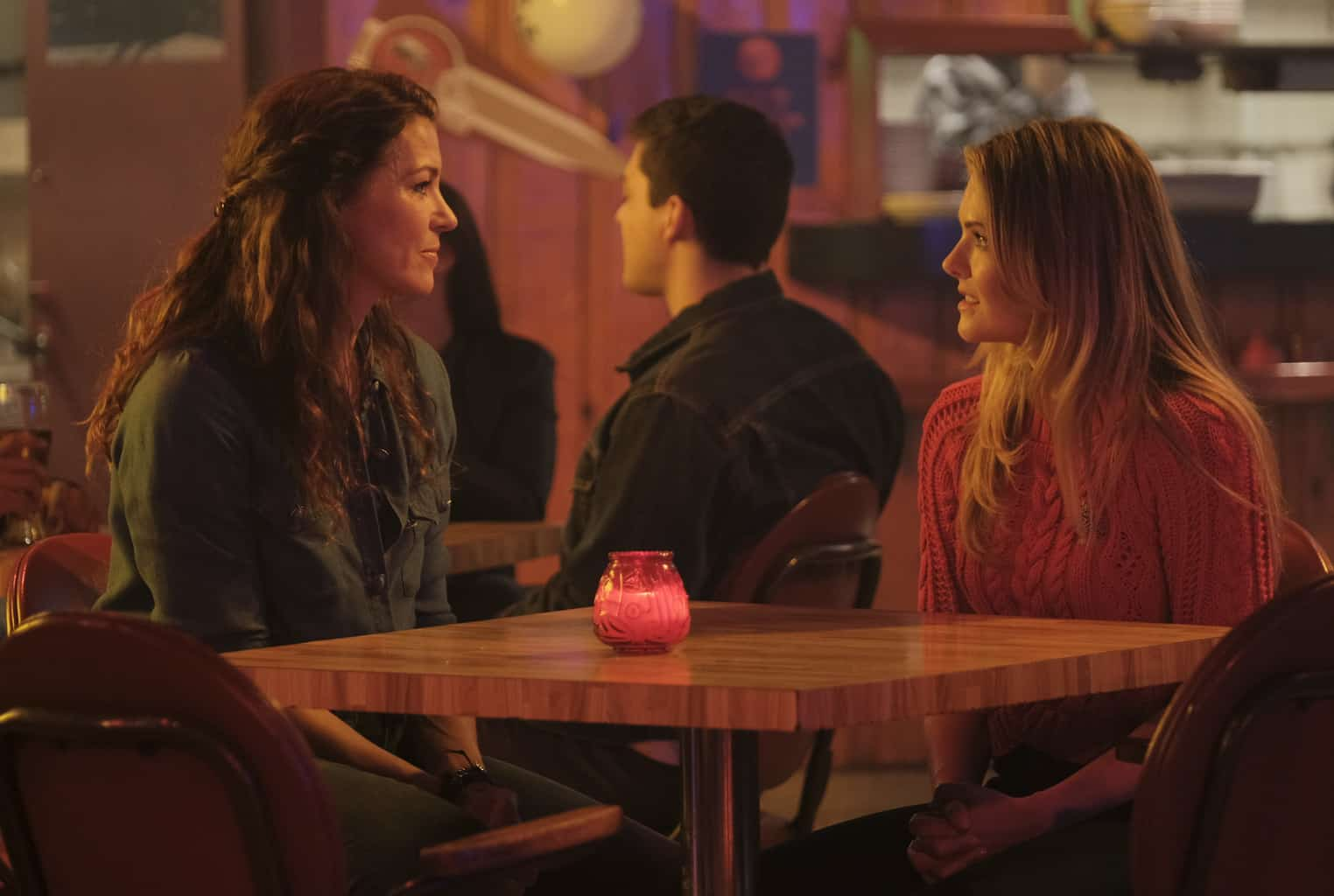 The Bold Type Season 2 Episode 9 Meghann Fahy As Sutton Brady Rya Kihlstedt As Babs Brady Tell Tale Tv Stay up to date on rya kihlstedt and track rya kihlstedt in pictures and the press. meghann fahy as sutton brady rya