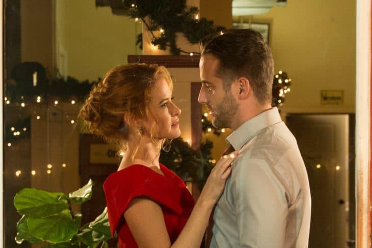 Preview — Christmas Pen Pals: Sarah Drew Returns to TV for