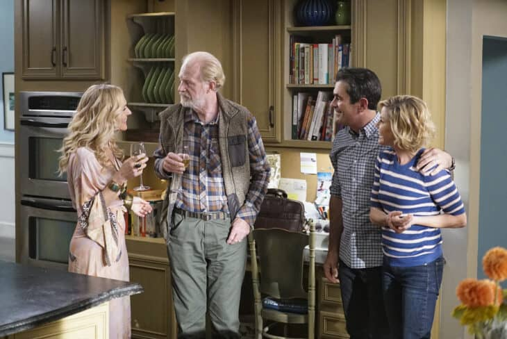 Modern Family Review Tree S A Crowd S11 E8 Tell Tale Tv